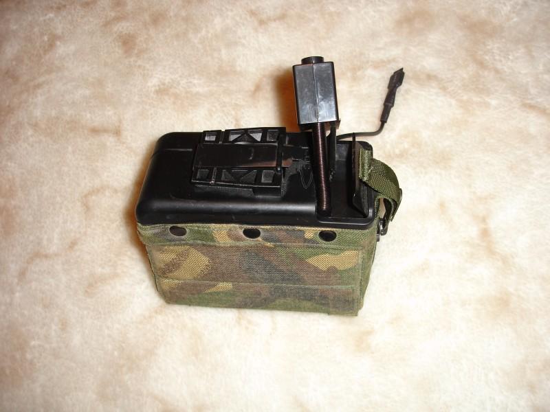 Внутренности страйкбольного короба для пулемета MAG в чехле DPM от реального боевого короба
