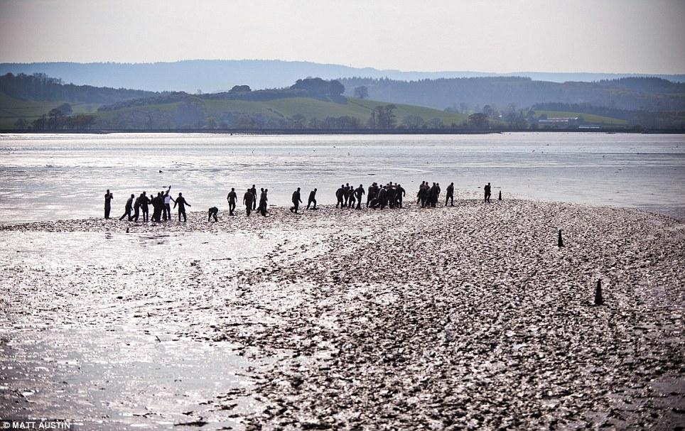 То, через чтодолжны пройти рекруты Королевской морской пехоты впрекрасном живописном месте реки Эксе иногда повергает вужас.
