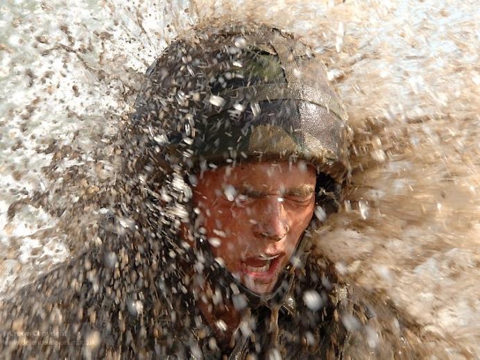 Mud Run - самое страшное испытание для рекрутов Королевской морской пехоты